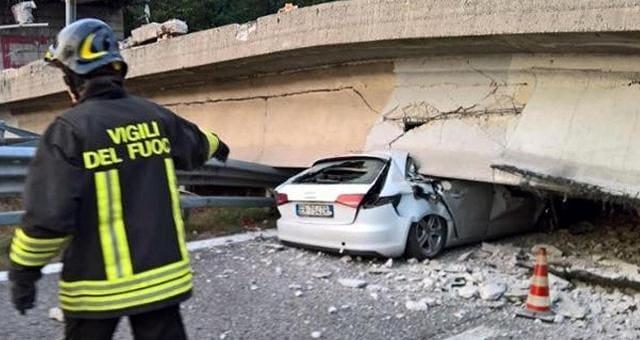 Crolla cavalcavia sulla statale 36 Tir schiaccia auto: 1 morto, 4 feriti