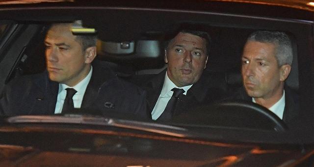 Congelate le dimissioni di Renzi Mattarella: prima sì a manovra