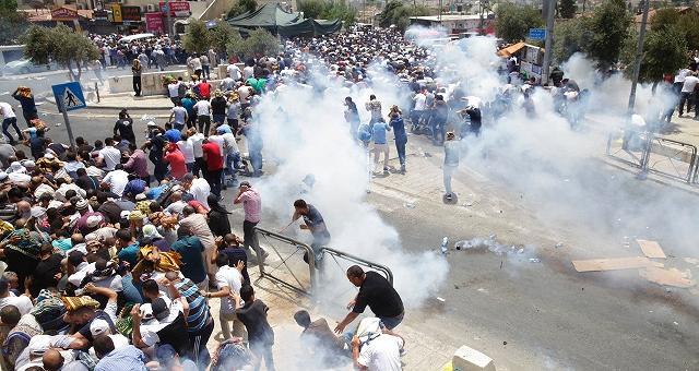 Israele vieta Spianata delle Moschee, morti tre palestinesi e diversi feriti