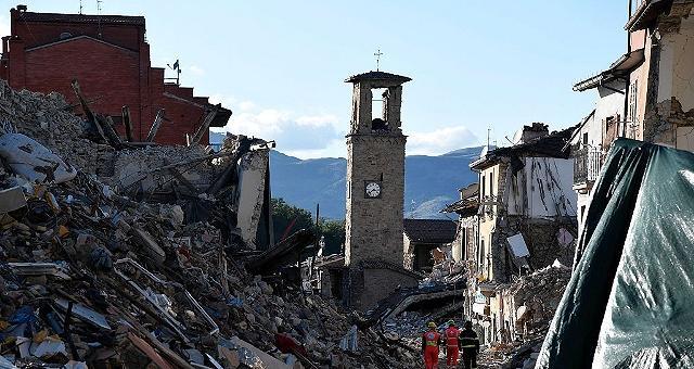 """Il vescovo di Rieti: """"Amatrice rinascerà, ricostruire per andare avanti"""""""