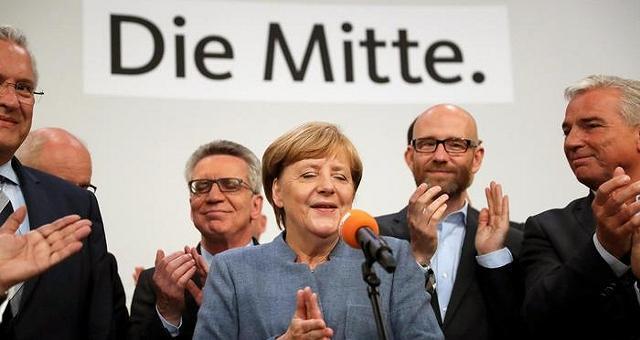 """Il rebus governo per Merkel: """"Sulla coalizione resto ottimista"""""""
