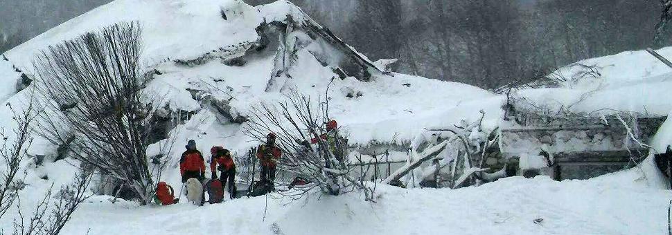 La valanga sull'Hotel Rigopiano Recuperati 4 corpi, oltre 20 dispersi