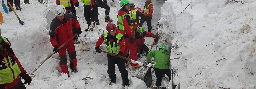 Si scava senza sosta. Deboli speranze Finora 23 dispersi, 5 morti, 11 salvati