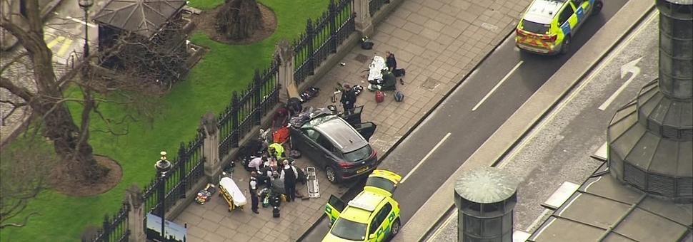 Attacco al Parlamento di Londra 3 morti e 20 feriti, ucciso l'assalitore