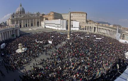 Tg3 papa ratzinger la chiesa si rinnovi non usare dio - Finestra del papa ...