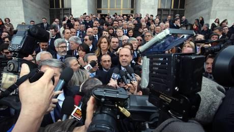 Tg3 milano parlamentari del pdl in tribunale e for Parlamentari pdl