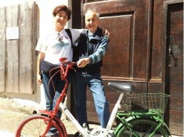 La segrataria generale della CRI Loredana Cornero insieme al signor Carlo