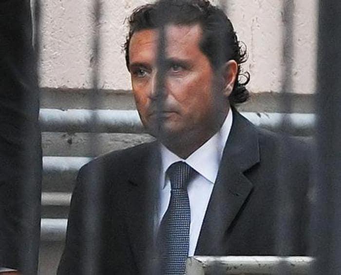 Francesco Schettino è stato condannato a 16 anni di reclusione e a un mese di arresto per il naufragio della Costa Concordia. E' stato interdetto per 5 anni ... - 1423687760722schett