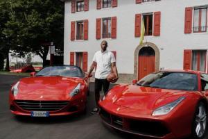 Kobe Bryant in visita alla Ferrari