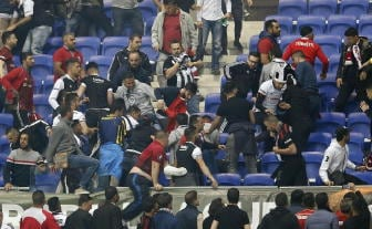 Scontri stadio Lione, 12 arresti