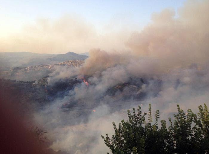 Sciacca: brucia la zona est della città, evacuate anche alcune abitazioni