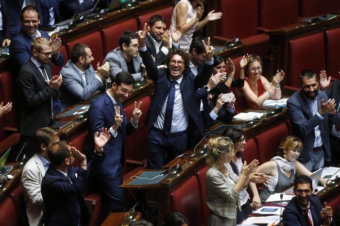 Tg3 la camera approva l 39 abolizione dei vitalizi il for Vitalizi dei parlamentari