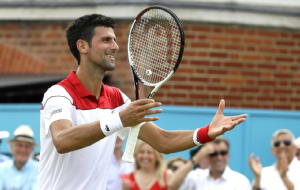 Tennis: al Queen's Djokovic ok