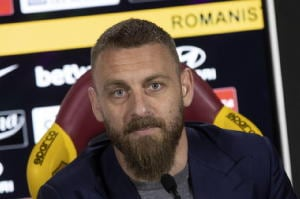 Roma: De Rossi saluta tifosi a Trigoria