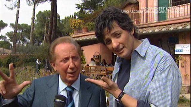 Mike Buongiorno e Fiorello insieme durante le riprese di uno spot pubblicitario