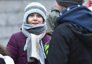Greta compie 17 anni: alla torta di compleanno preferisce la protesta davanti al parlamento svedese - Rai News