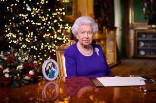 Discorsi Di Auguri Per Natale.Il Discorso Di Natale Della Regina Elisabetta Non Siete Soli Photogallery Rai News
