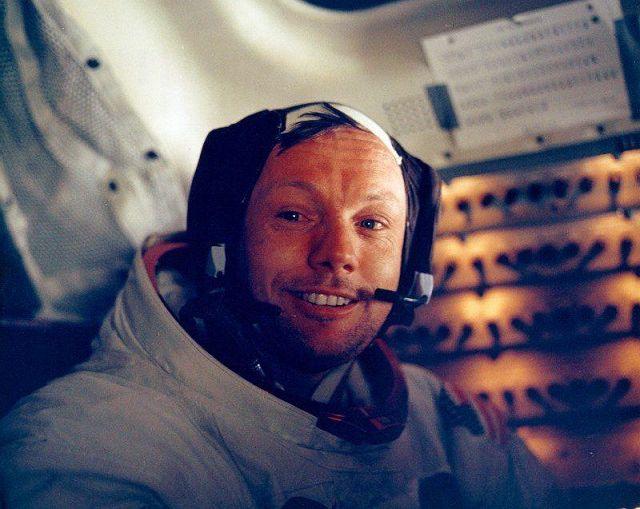 L'accordo segreto da 6 milioni di dollari sulla morte di Neil Armstrong, primo uomo sulla Luna – Photogallery – Rai News