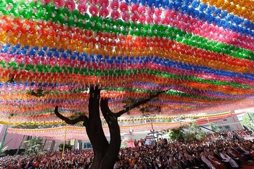 Corea Del Sud Lanterne Colorate E Preghiere Per Il Compleanno Di