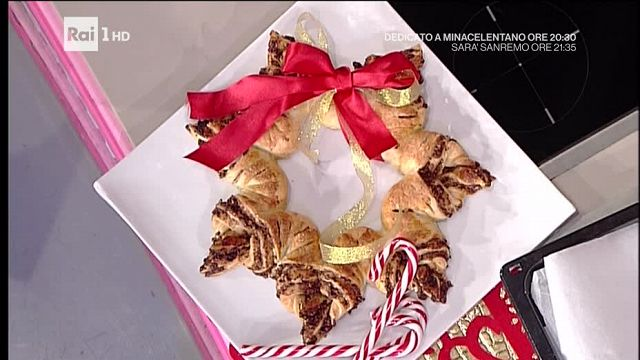 Dolce Stella Di Natale Ingredienti.La Prova Del Cuoco Stella Di Natale Golosa Video Raiplay