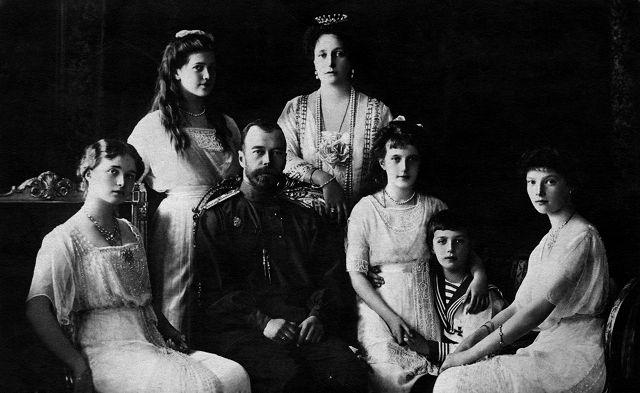 Cento anni fa l'esecuzione dei Romanov, in migliaia in processione a Ekaterinburg ricordano lo Zar – Photogallery – Rai News